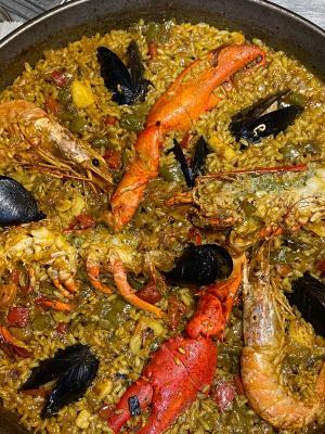 Paella de Bogavante y marisco