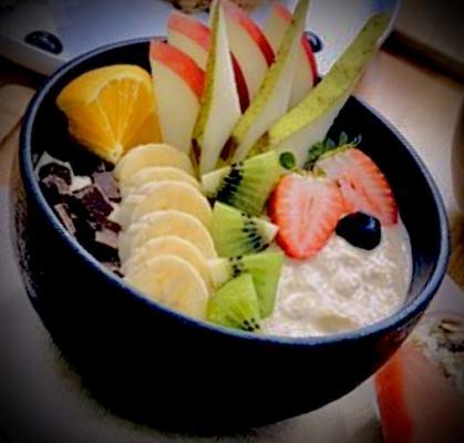 bol yogur, frutas y mues