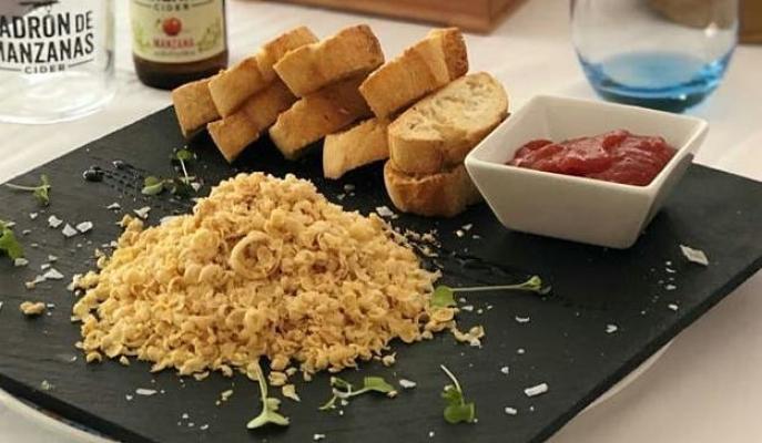 Foie de pato con mermelada de tomate y sus tostaditas
