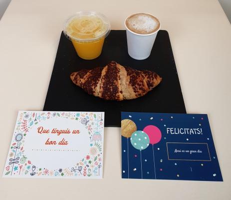 Regala un desayuno Dulce - Café con leche o Infusión / croasan recto a elección / zumo naranja natural + Tarjeta felicitación