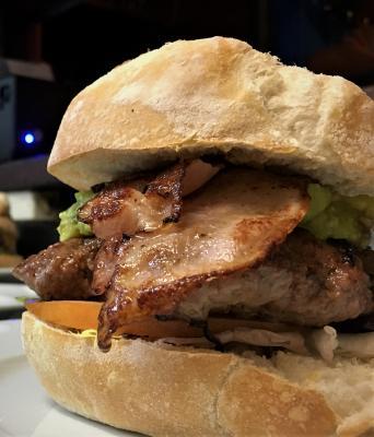 Hamburguesa con Guacamole y Bacon