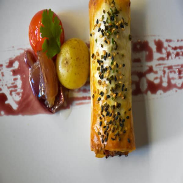 Canelón crujiente de pato y foie