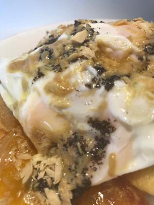 Huevos con Patatas, virutas de Foie y trufa negra