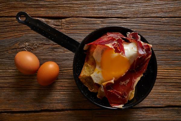 135 .Huevos con Jamón