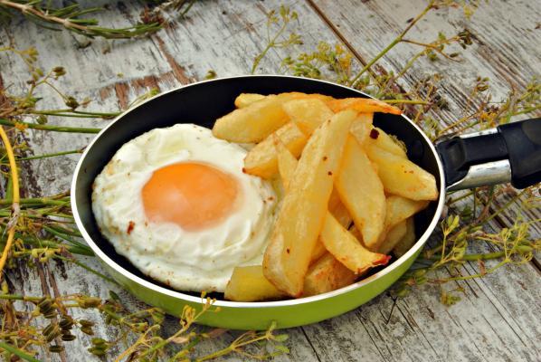 49. Huevo Frito con patatas